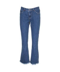Jeans a trombetta lavaggio medio. Fondo sfrangiato. Vita alta